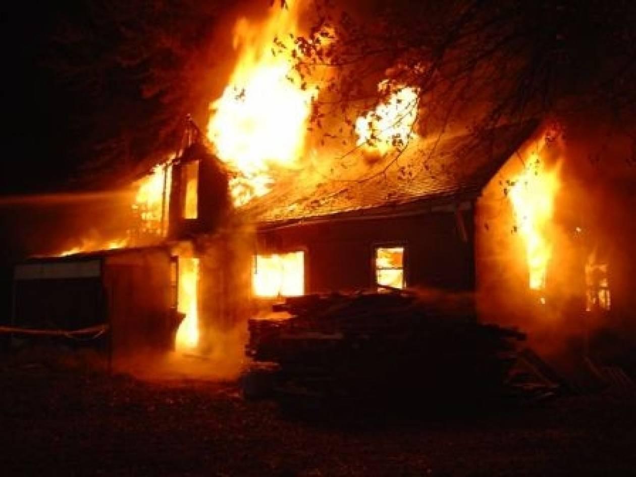 Στις φλόγες παραδόθηκε το σπίτι πενταμελούς οικογένειας στο Μέτσοβο