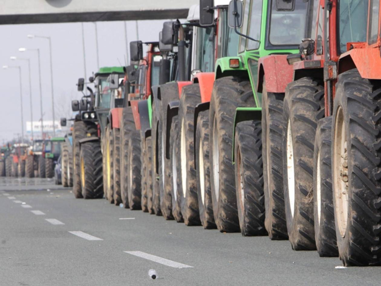 Αποσύρονται οι αγρότες από τα μπλόκα
