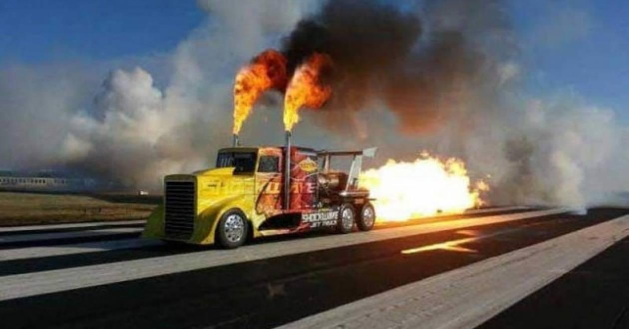 Φωτιά και λαύρα για το πιο γρήγορο φορτηγό στον κόσμο