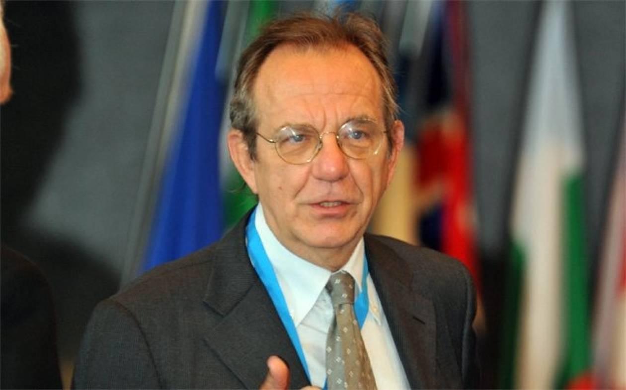 Ο Κάρλο Παντοάν νέος ΥΠΟΙΚ στην Ιταλία