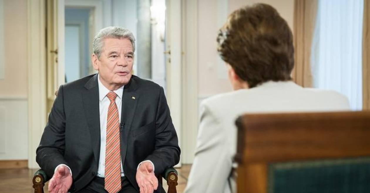 Τον πρόεδρο Γερμανίας πονούν αυτά που έκαναν οι Γερμανοί για τη Ελλάδα