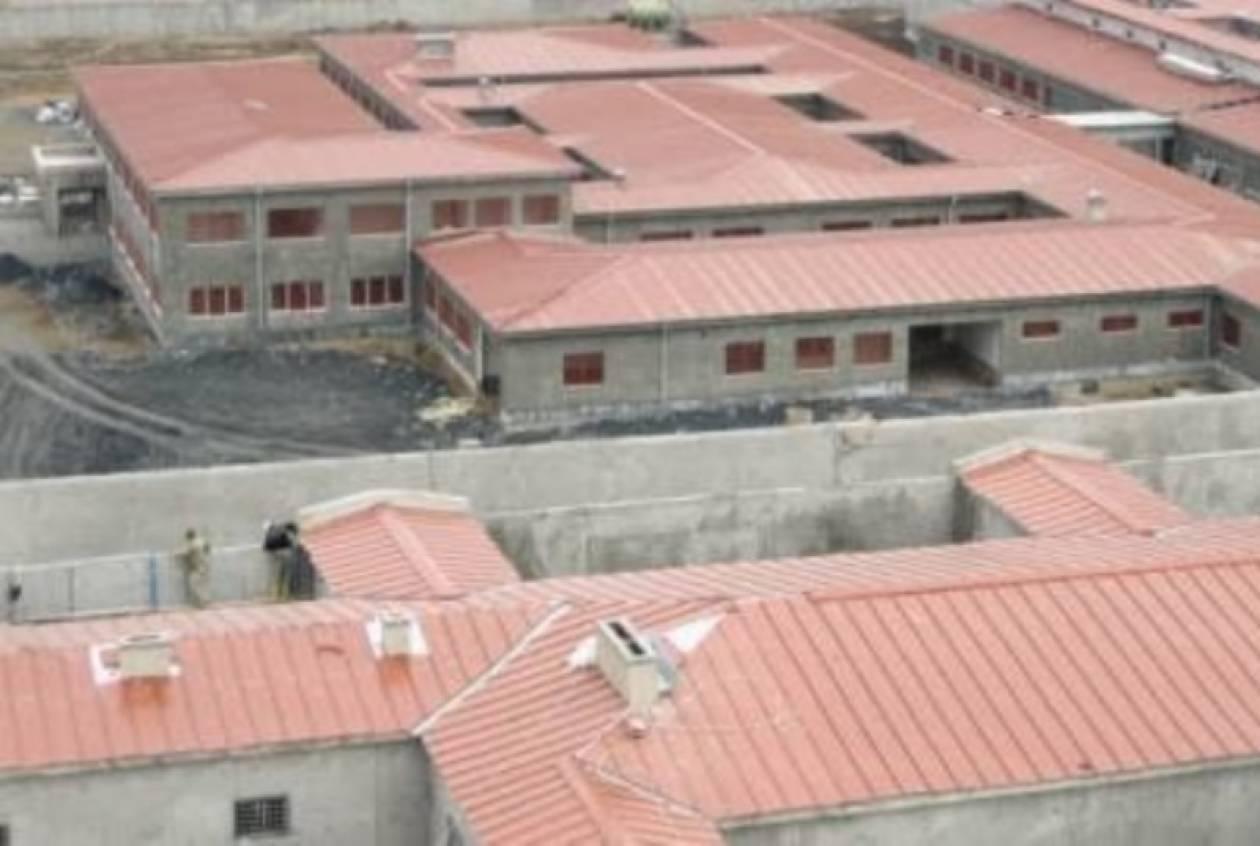 Κρατούμενοι ζητούν αποζημίωση για τα βασανιστήρια
