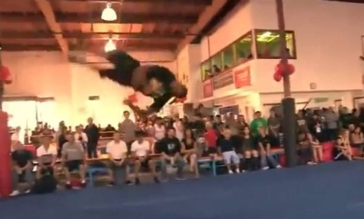 Ο έφηβος που κάνει εντυπωσιακές κινήσεις καλύτερα και από το Matrix