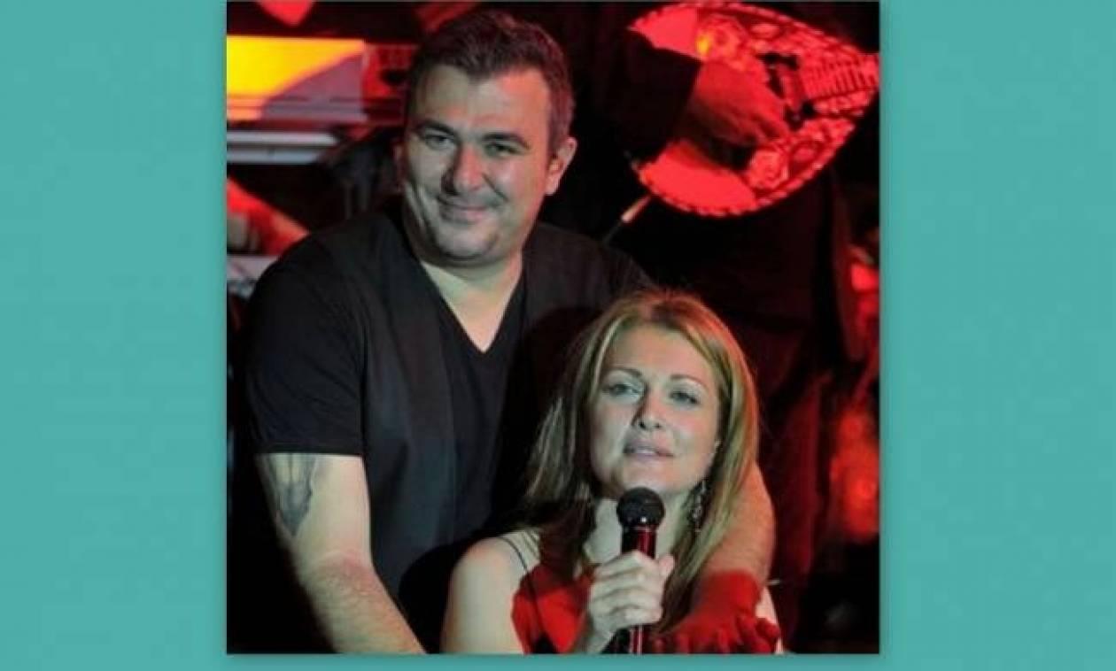 Τραγουδιστής «αδειάζει» Ρέμο- Θεοδωρίδου