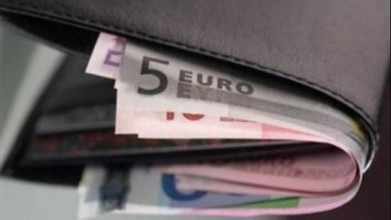 Καβάλα: Έκλεψε πορτοφόλι μέσα σε τράπεζα