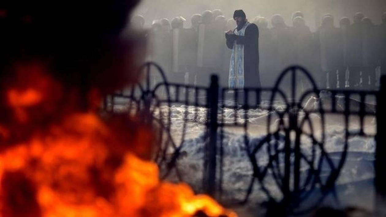 Ουκρανία: Και υπό οικονομική κατάρρευση