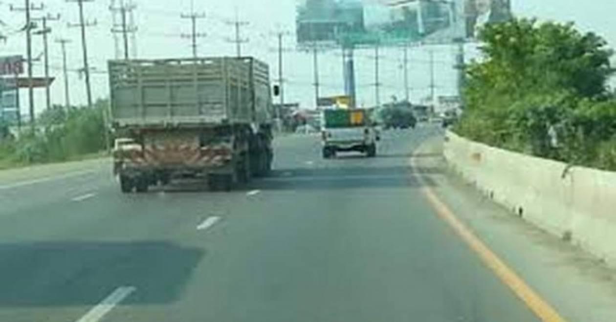 Ο φορτηγατζής τρελάθηκε (βίντεο)