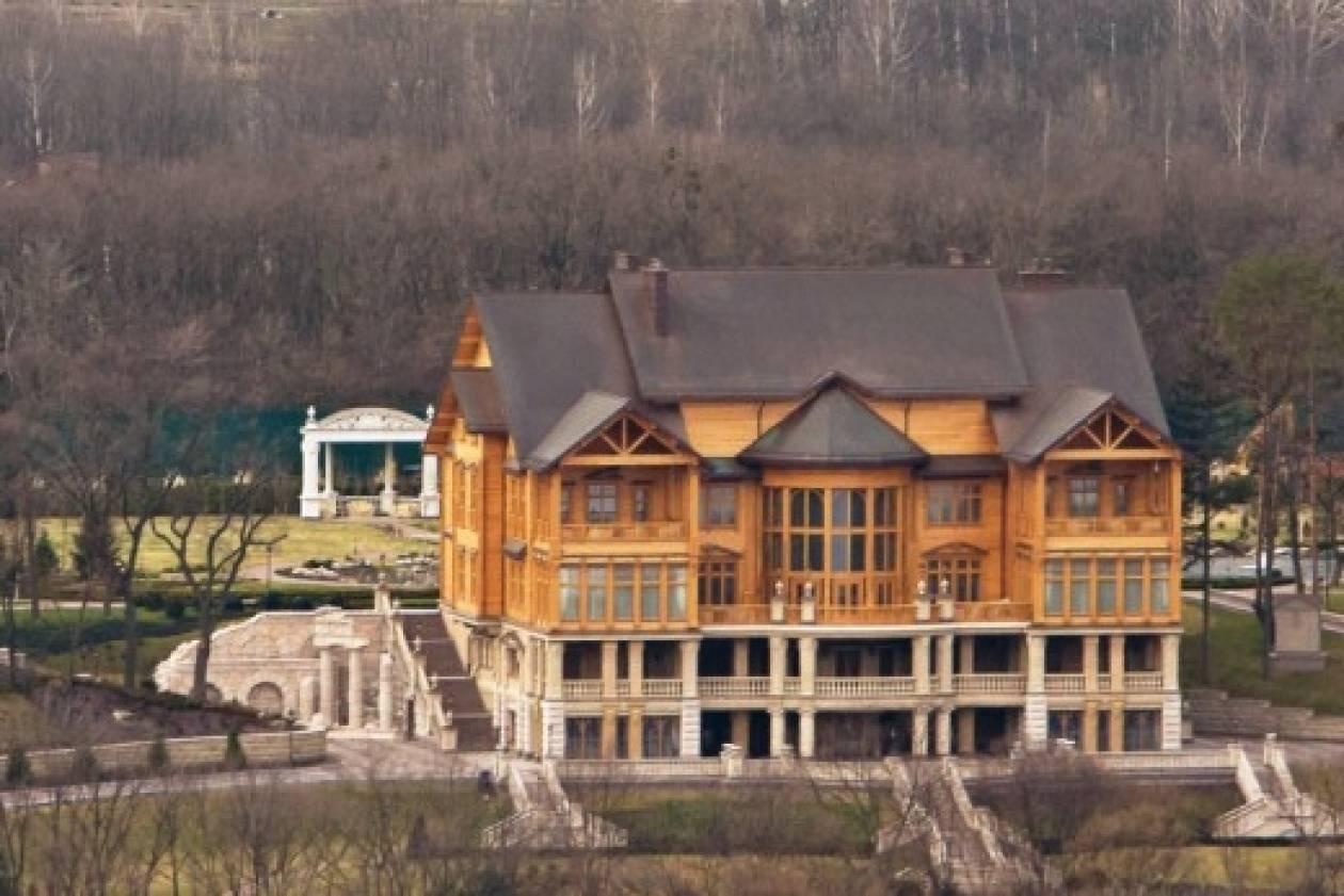 Απίστευτες φωτογραφίες από την έπαυλη του Γιανουκόβιτς στο Κίεβο