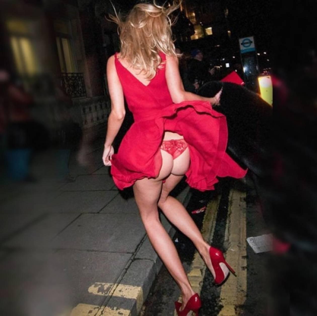 Sexy αποκάλυψη: Ποιας διάσημης το φόρεμα έβγαλε... φτερά;