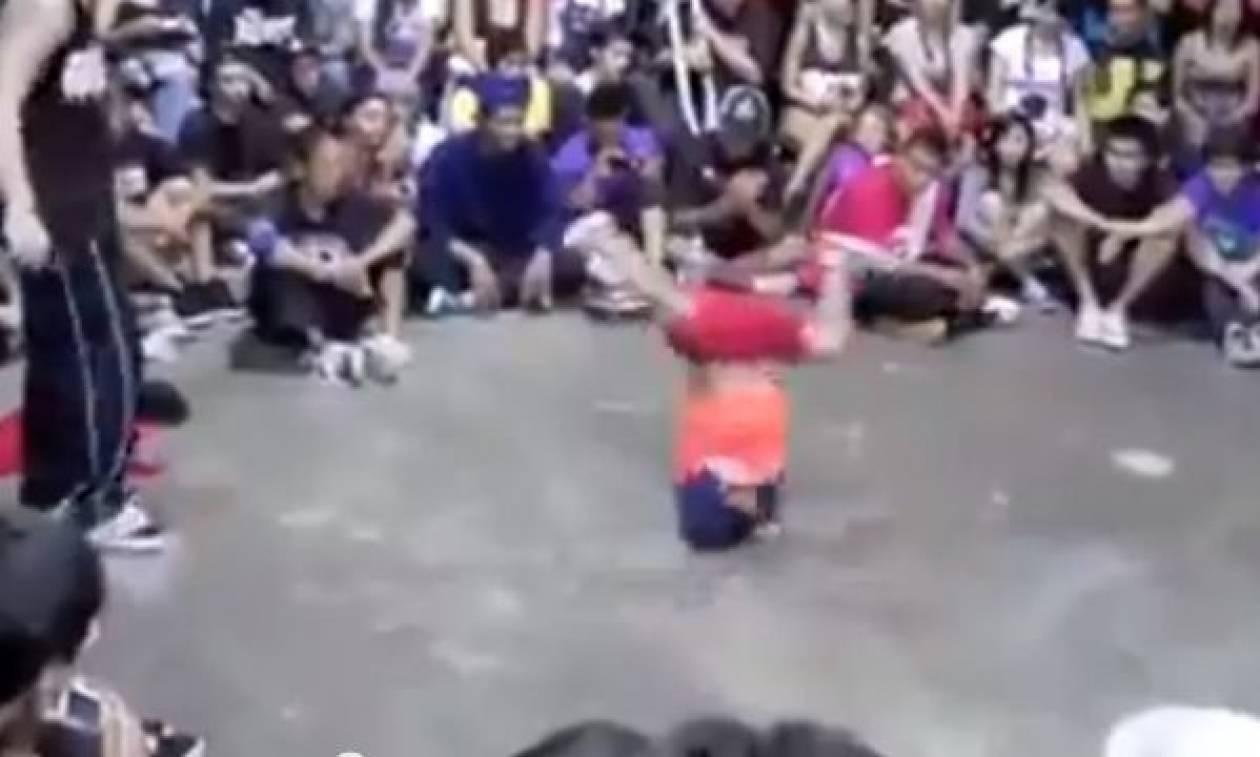Ο πιο φοβερός μικρός χορευτής break dance (βίντεο)