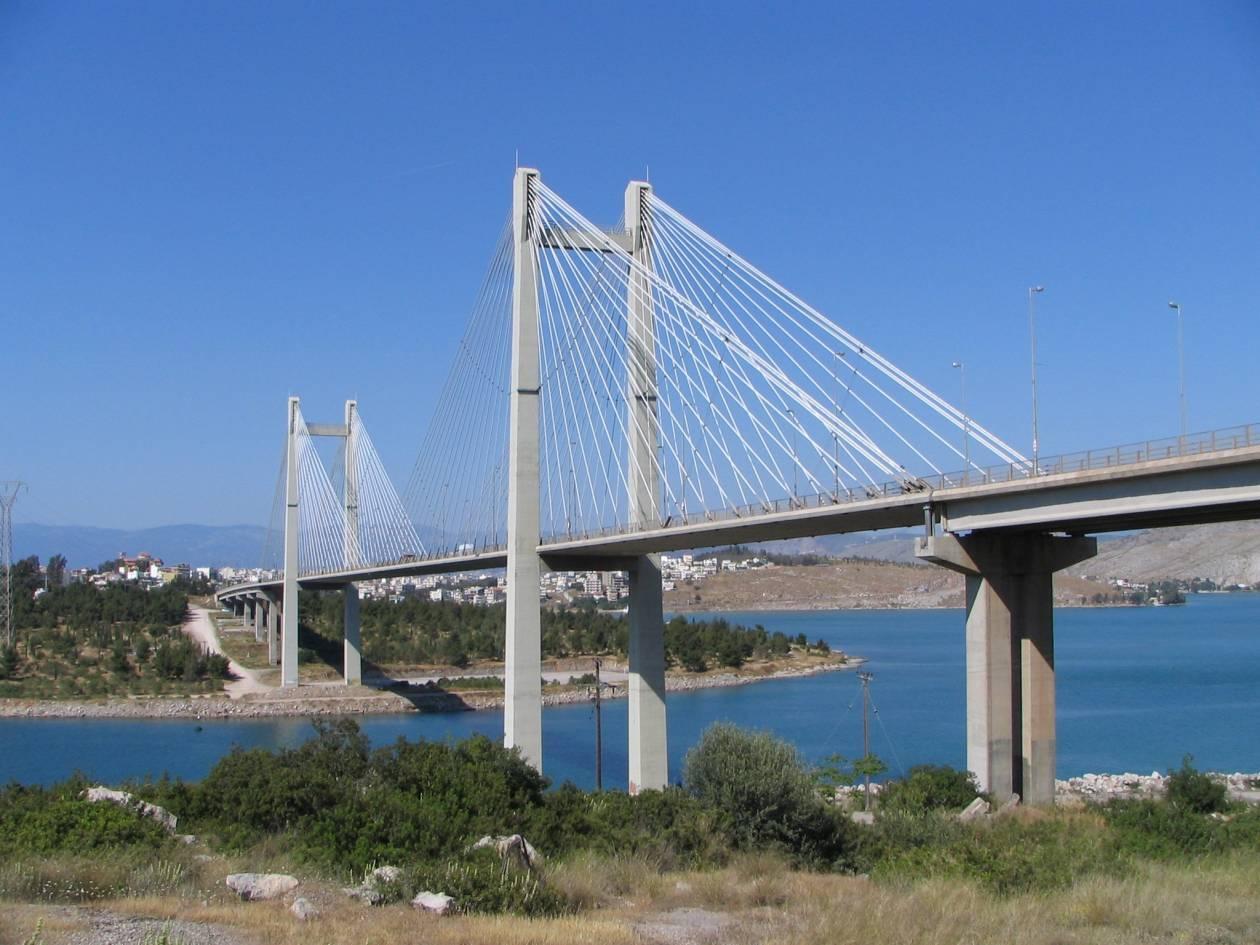 30χρονος απειλούσε να πέσει από γέφυρα της Χαλκίδας