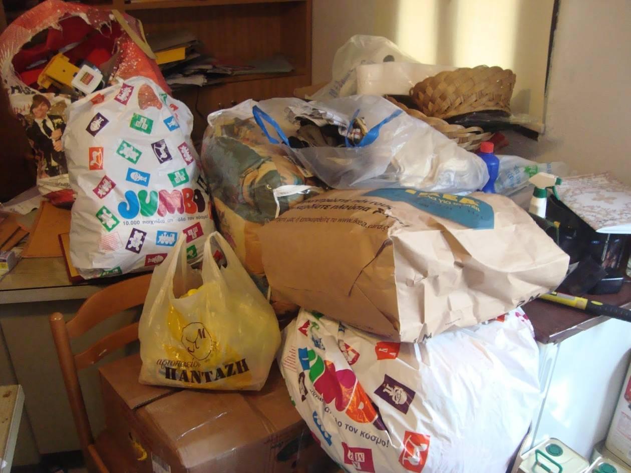 Στέλνουν ρούχα στους σεισμόπληκτους της Κεφαλονιάς