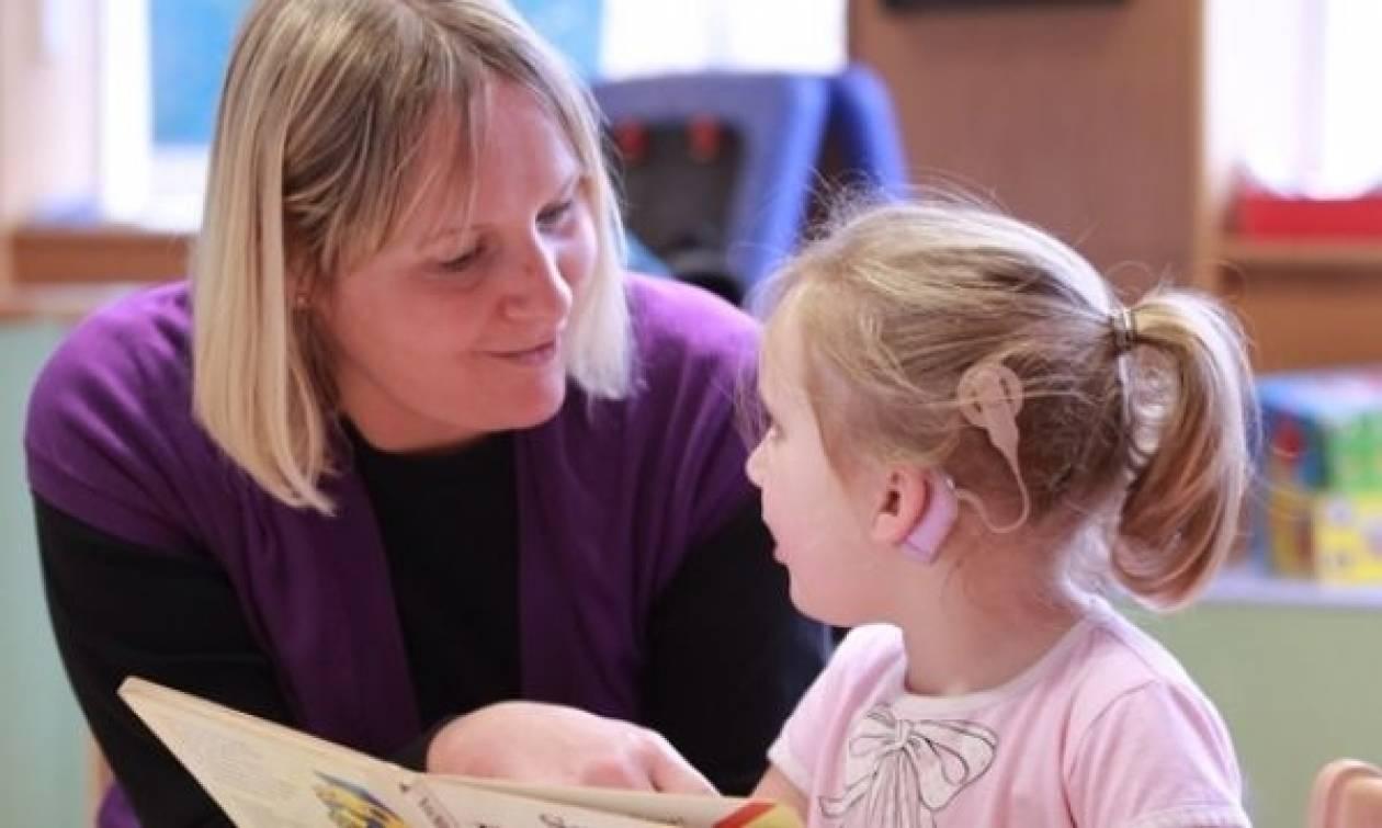 Η βαρηκοΐα μπορεί να θεραπευτεί στα δυο πρώτα χρόνια ζωής του παιδιού