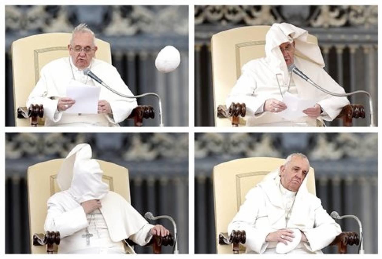 Ο αέρας κόντεψε να... πάρει τον Πάπα! (vid)