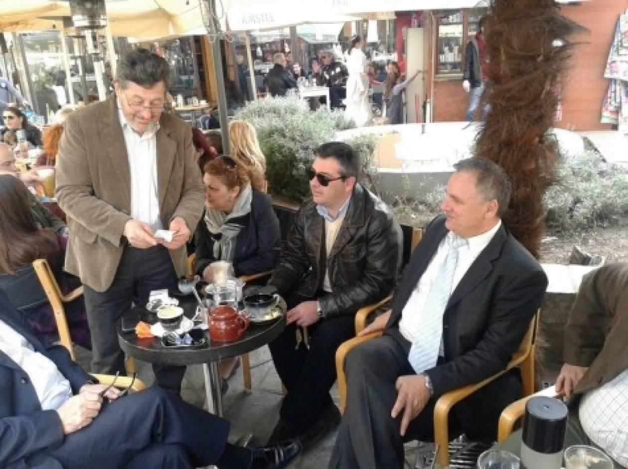 Βουλευτής της ΝΔ έπινε τον καφέ του όταν ξαφνικά εμφανίστηκε...