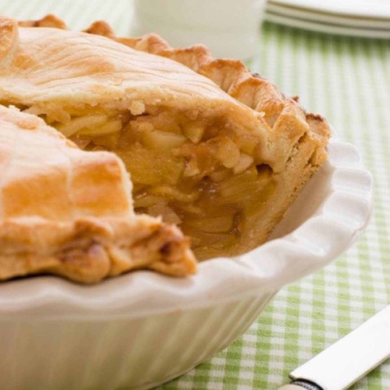 Παραδοσιακή πίτα γεμιστή με μήλα