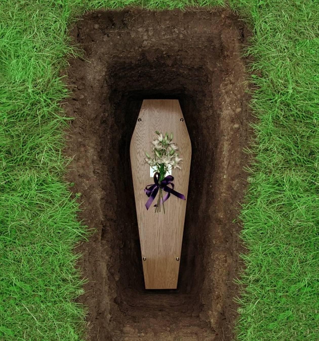 Νεκρόφιλος προσπάθησε να κάνει σεξ σε τάφο και τον... πήρε ο ύπνος!