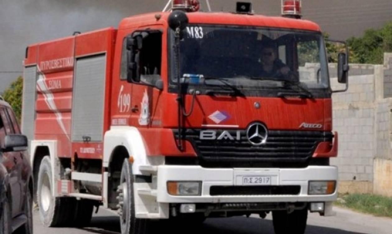 Θεσσαλονίκη: Πυροσβεστικό όχημα έπεσε σε χαράδρα