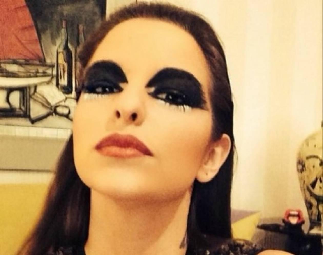 Η Εριέττα Κούρκουλου ποζάρει με sexy κορμάκι