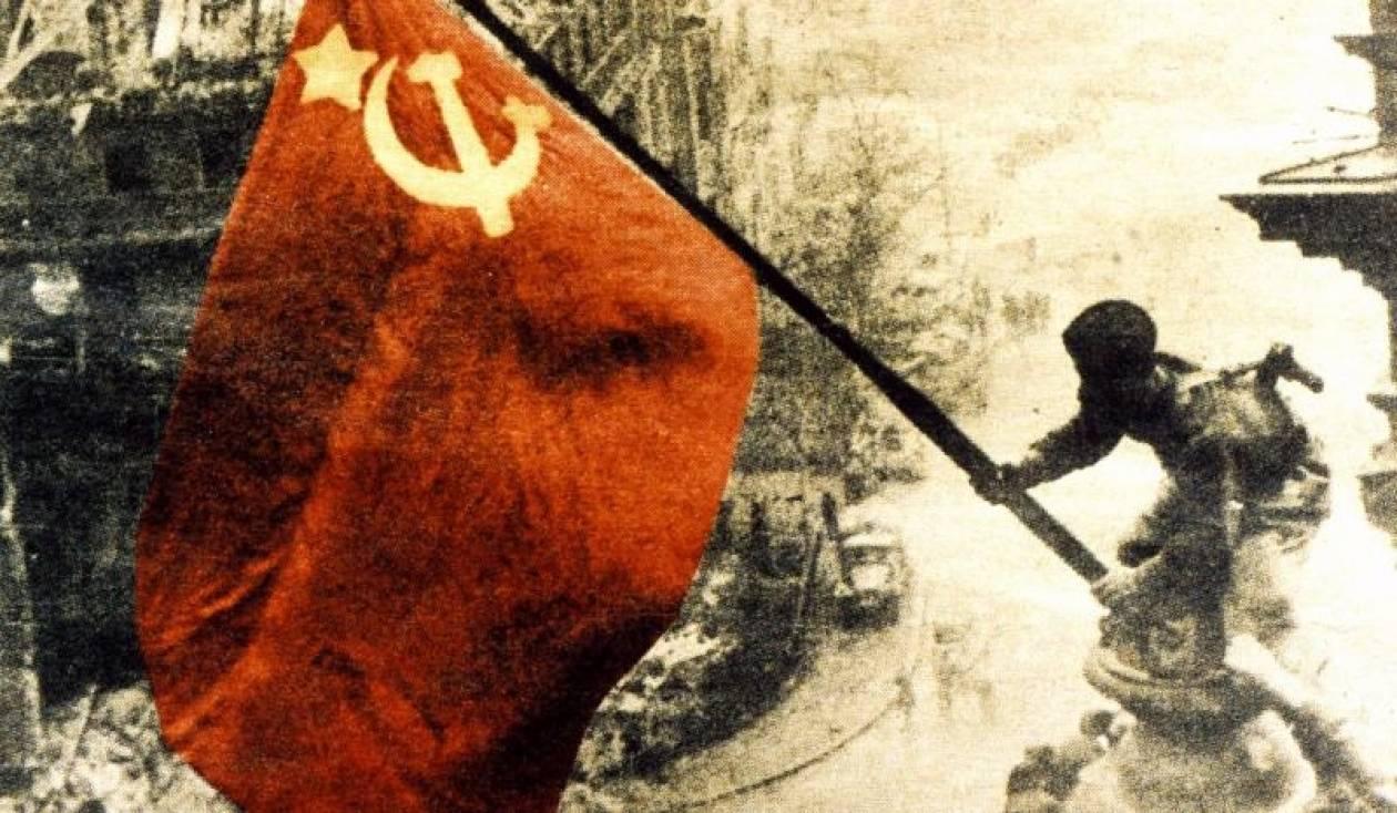 Οργισμένη η Μόσχα με τη βεβήλωση μνημείου του σοβιετικού στρατού