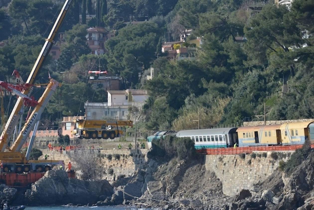 Ιταλία: Απομακρύνθηκε μετά από 38 ημέρες το τραίνο που ήταν σε γκρεμό
