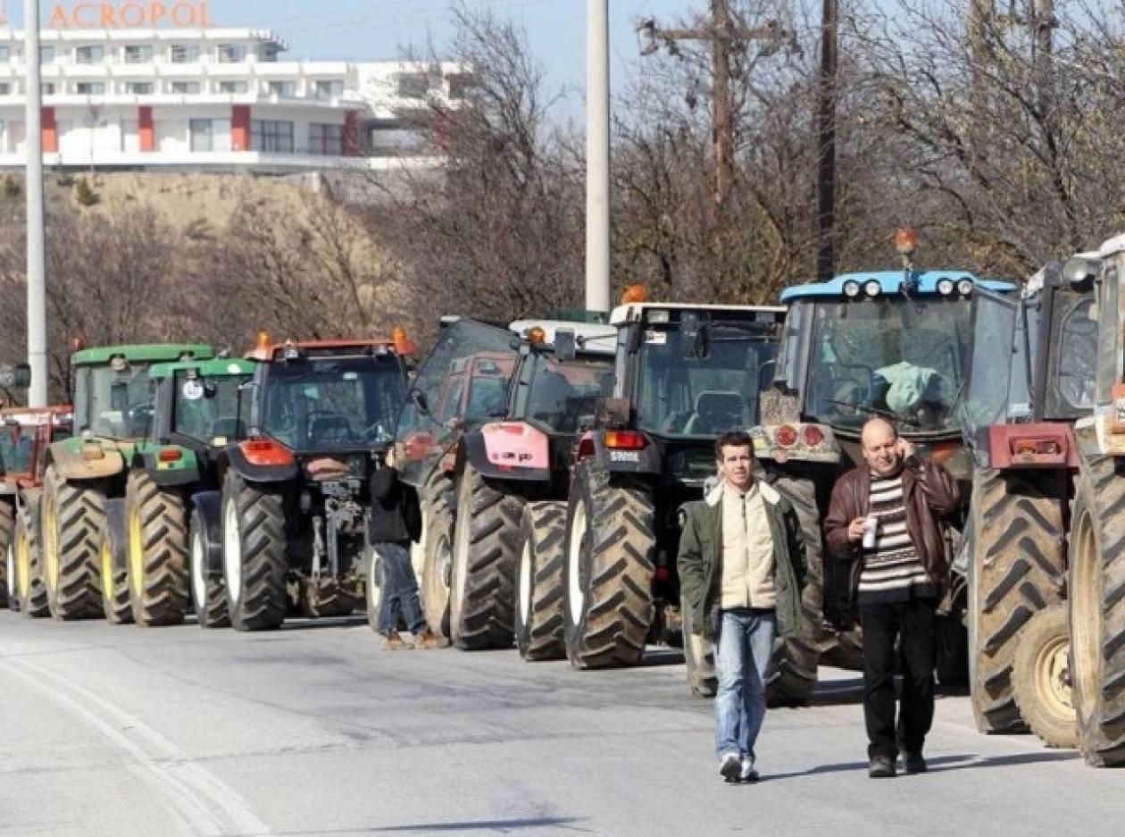 Σέρρες: Αγρότες μοίρασαν σερραϊκά προϊόντα στον Προμαχώνα