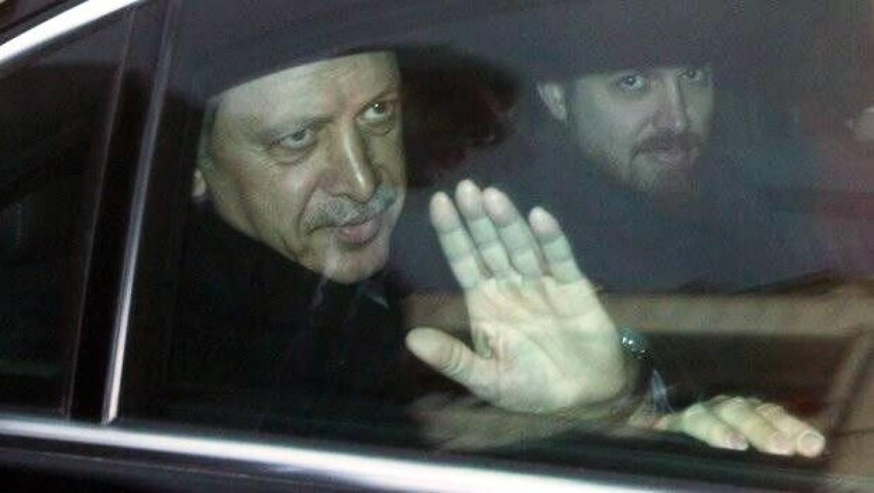 «Προϊόν μοντάζ οι συνομιλίες μεταξύ του Ερντογάν και του γιού του»