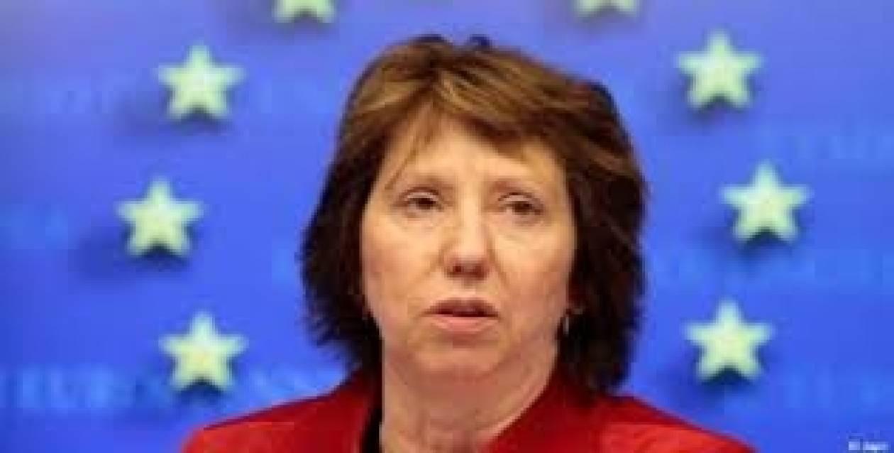 Η Αστον ζητά τη Ρωσία να συμπεριφερθεί ως καλός γείτονας στην Ουκρανία