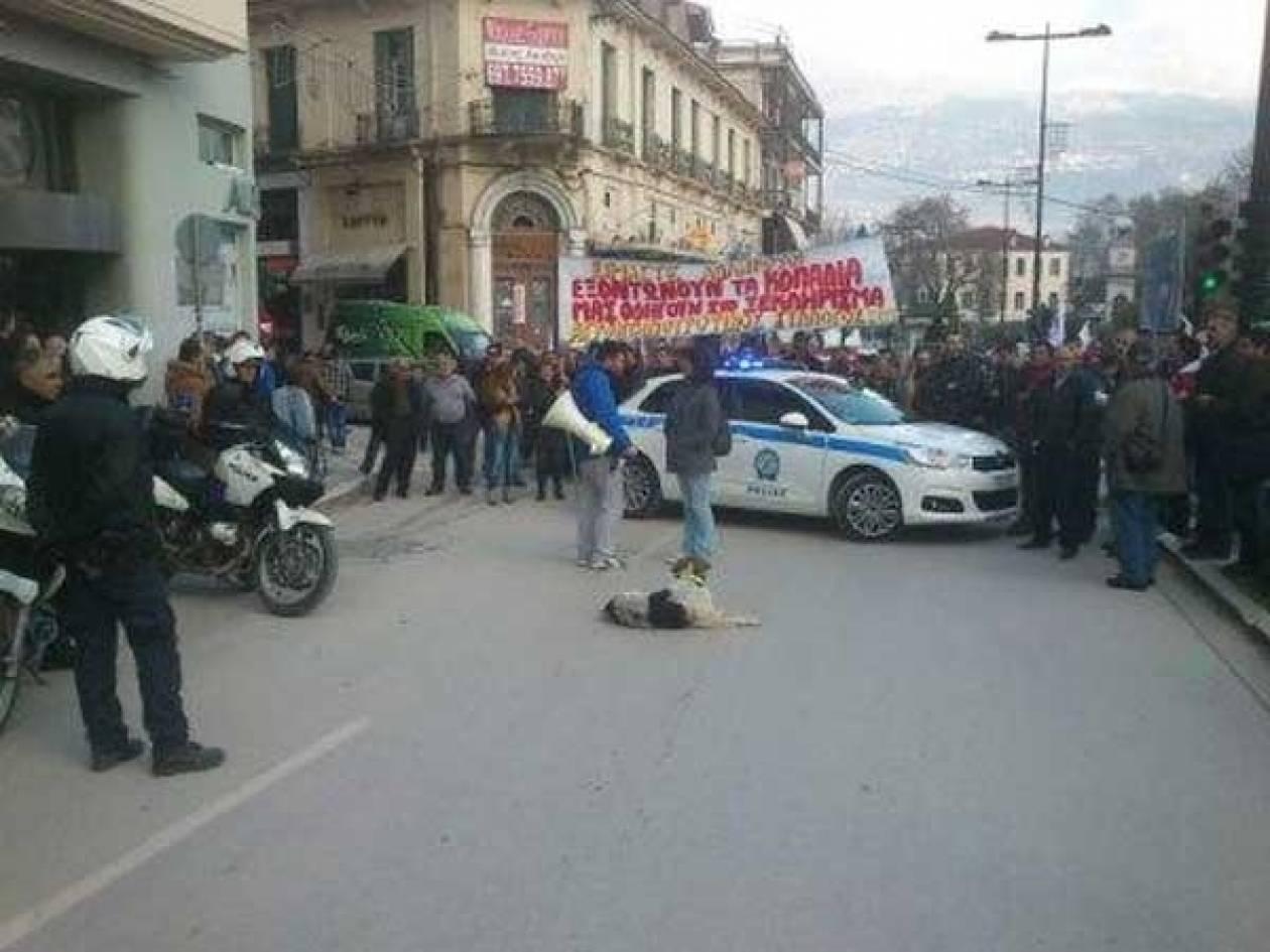 ΤΩΡΑ: Ένταση μεταξύ αστυνομικών και ΠΑΜΕ στα Ιωάννινα