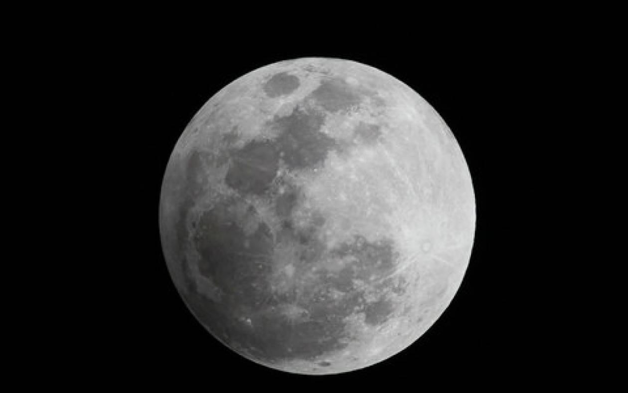 Σπάνιο βίντεο: Θεαματική πρόσκρουση μετεωρίτη στη Σελήνη