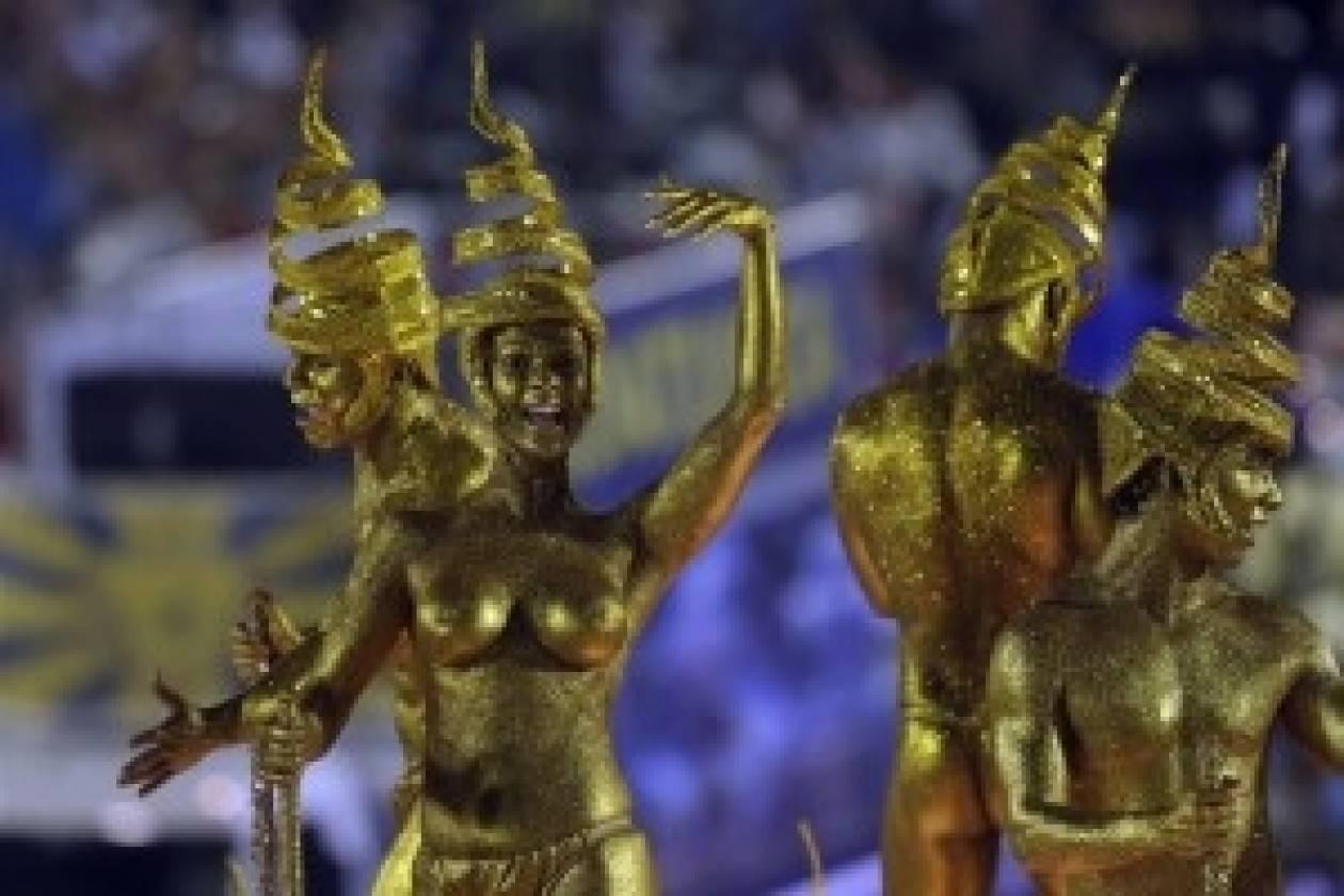 Βραζιλία: Μοιράζουν προφυλακτικά ενόψει καρναβαλιού και Μουντιάλ