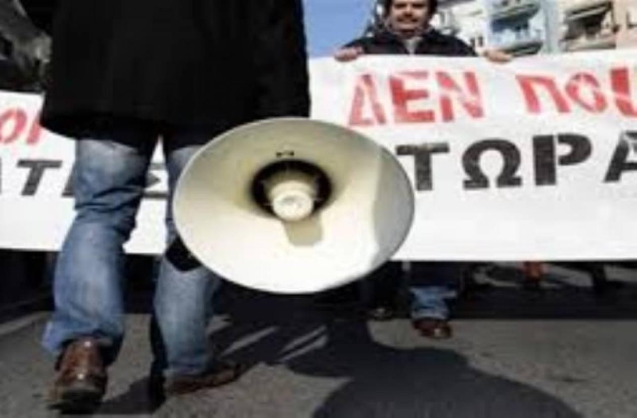 Διαδηλώνουν έξω από το ΥΠΟΙΚ οι παραγωγοί λαϊκών αγορών