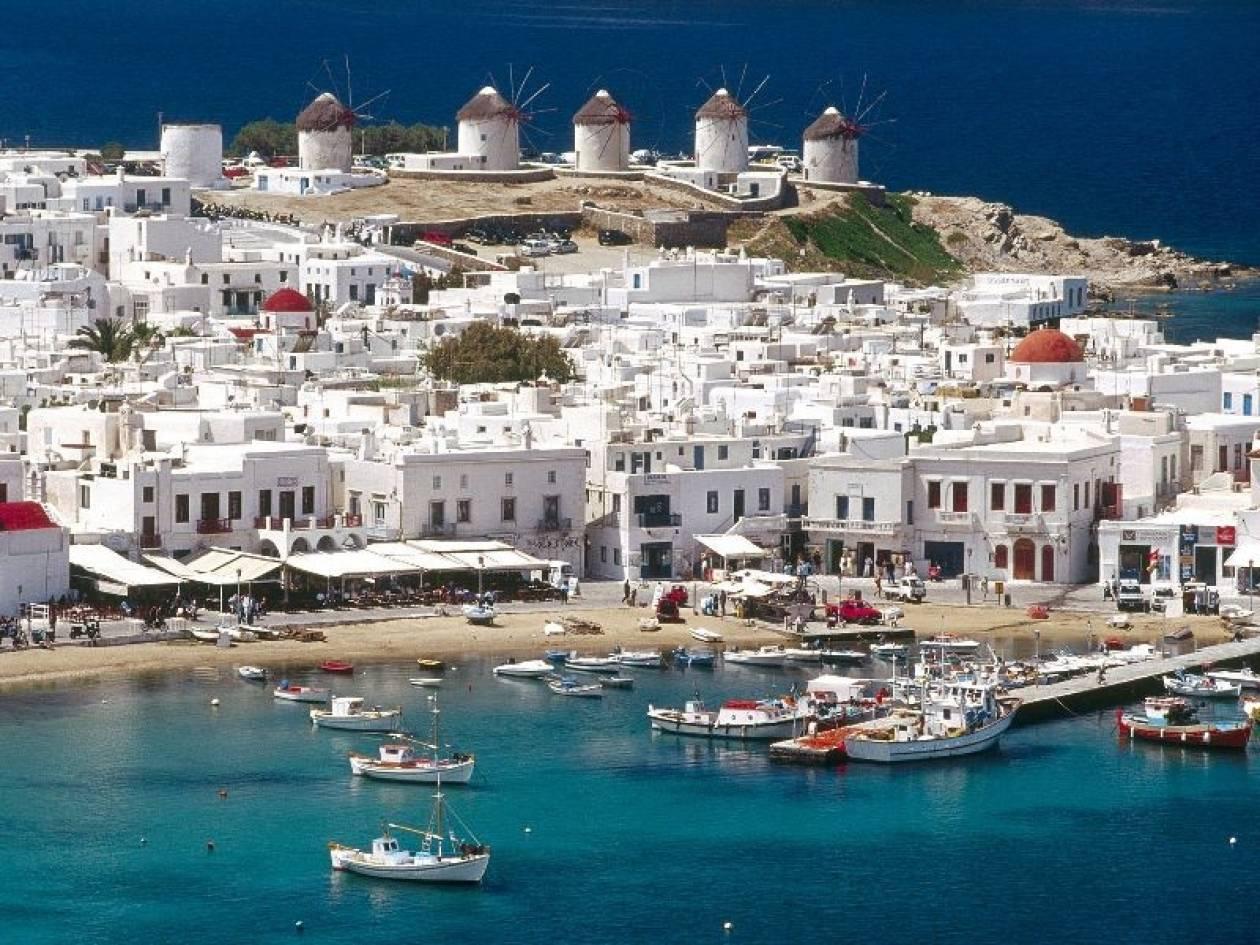 Bloomberg: Nέο ρεκόρ αφίξεων τουριστών αναμένεται φέτος στην Ελλάδα