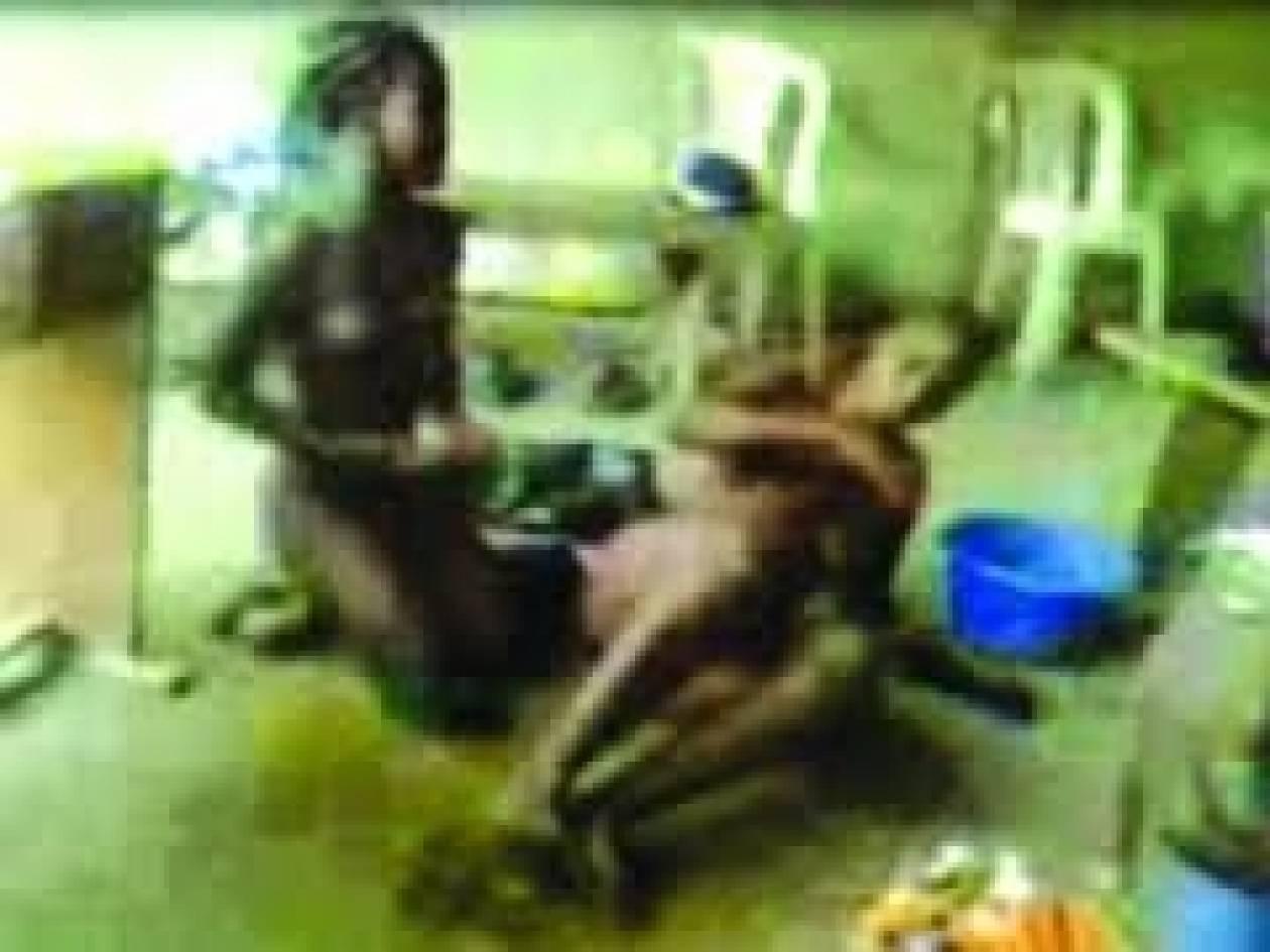 Σκότωσαν τη μητέρα και βίασαν τις κόρες της γιατί έκλεψαν...(vid)