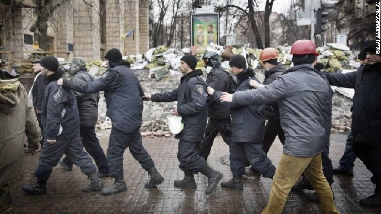 Ουκρανία: Ένταση στην Κριμαία