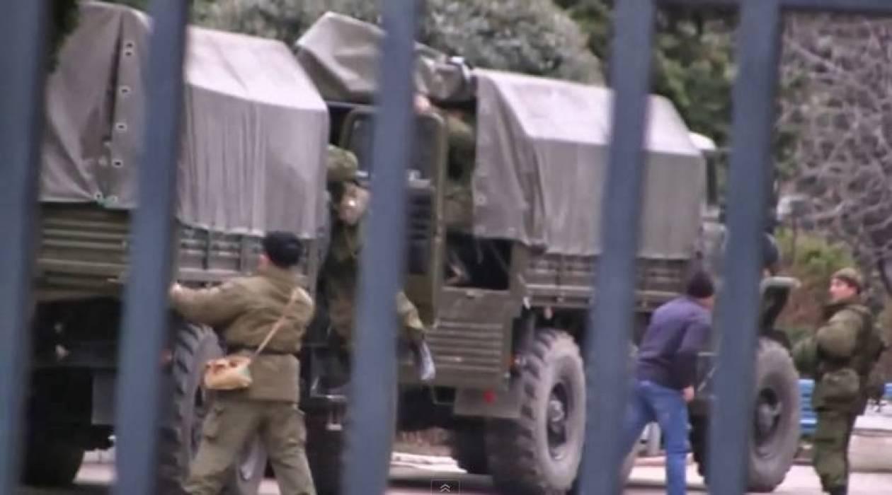 11.000 Ρώσοι αλεξιπτωτιστές  στη Σεβαστούπολη (βίντεο)