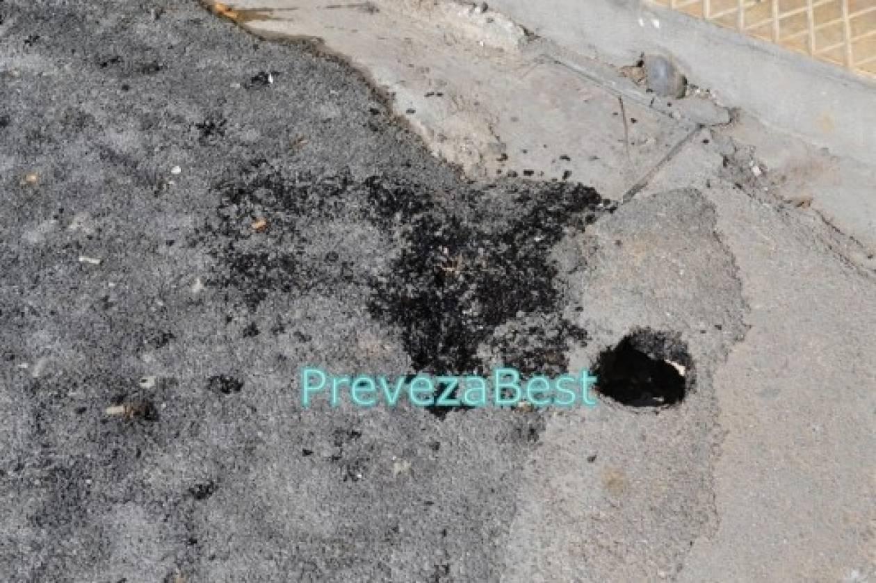 Πρέβεζα: Η άσφαλτος που διαλύεται με ένα μικρό κουταλάκι (βίντεο)