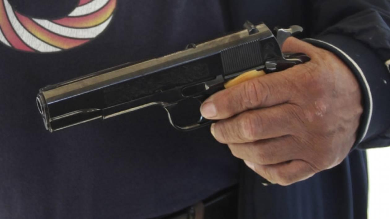 Σκοτώθηκε θέλοντας να αποδείξει ότι τα όπλα...είναι ασφαλή