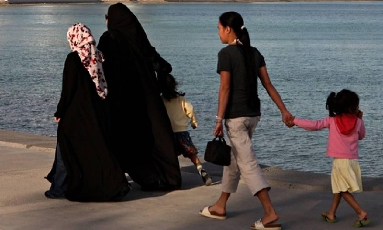 Guardian: Καταγγελίες αλλοδαπών για βιασμούς και συνθήκες δουλείας