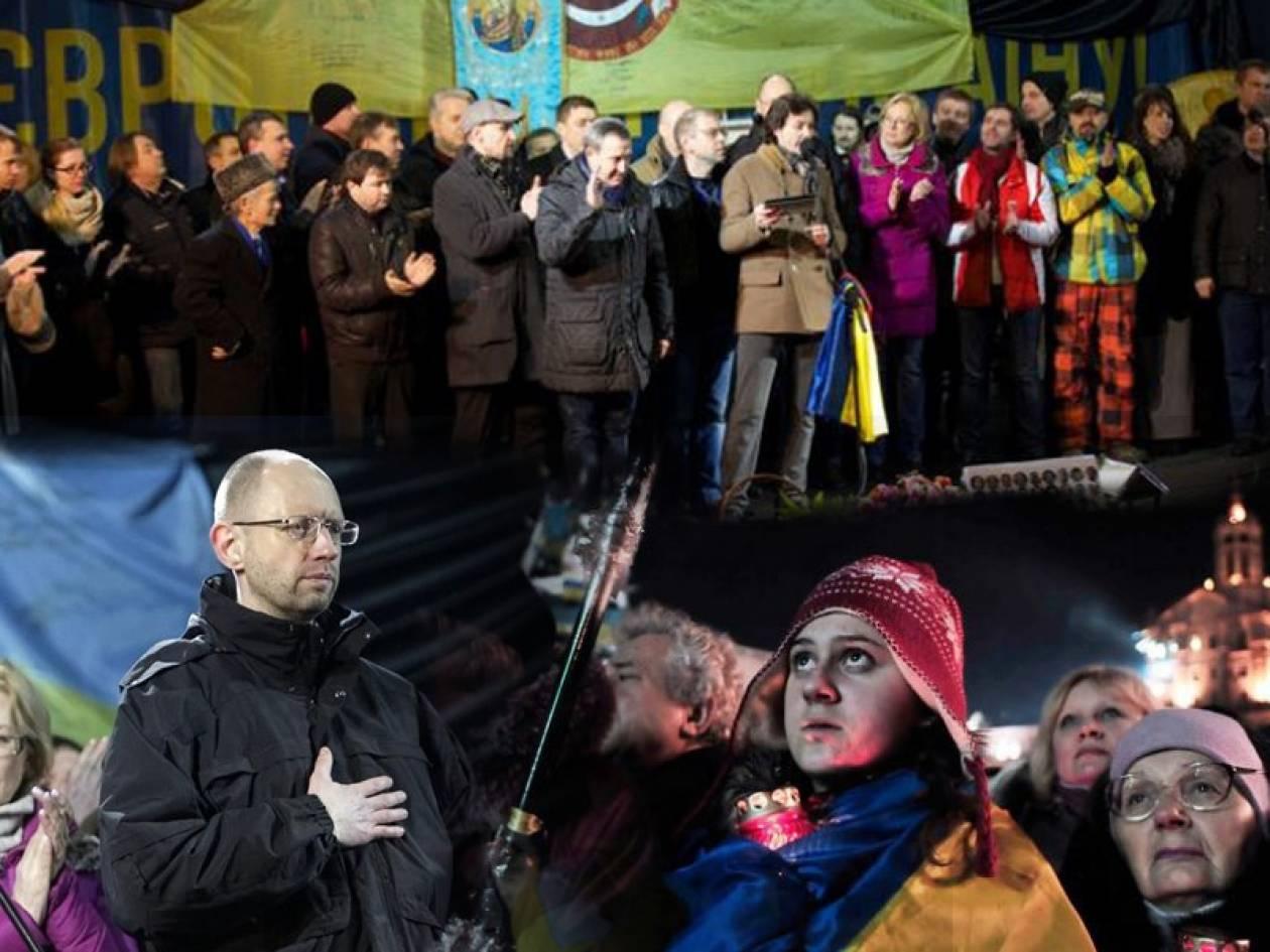 Στους διαδηλωτές παρουσιάστηκε η νέα κυβέρνηση της Ουκρανίας