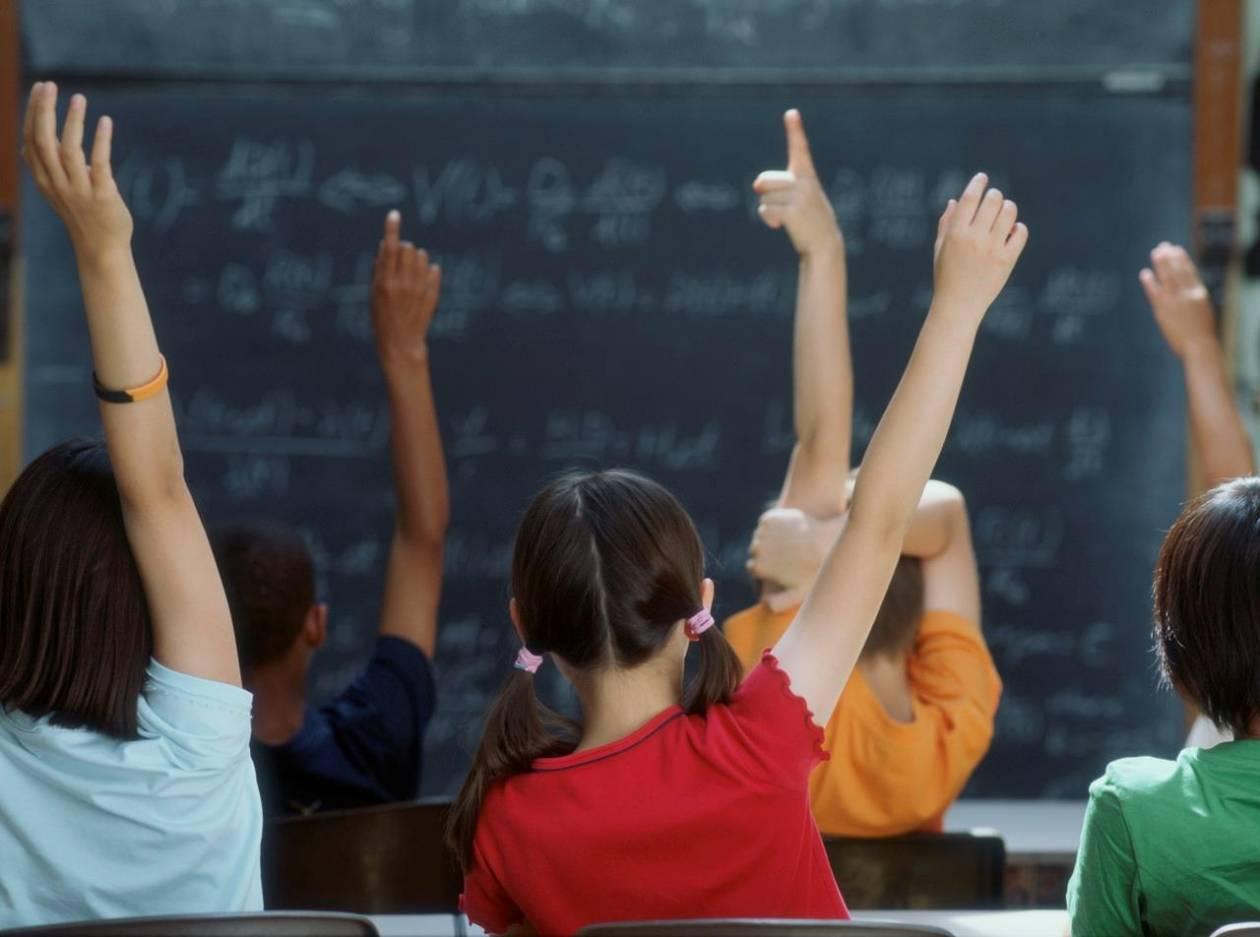 Προσλήψεις 381 εκπαιδευτικών δημοσίου