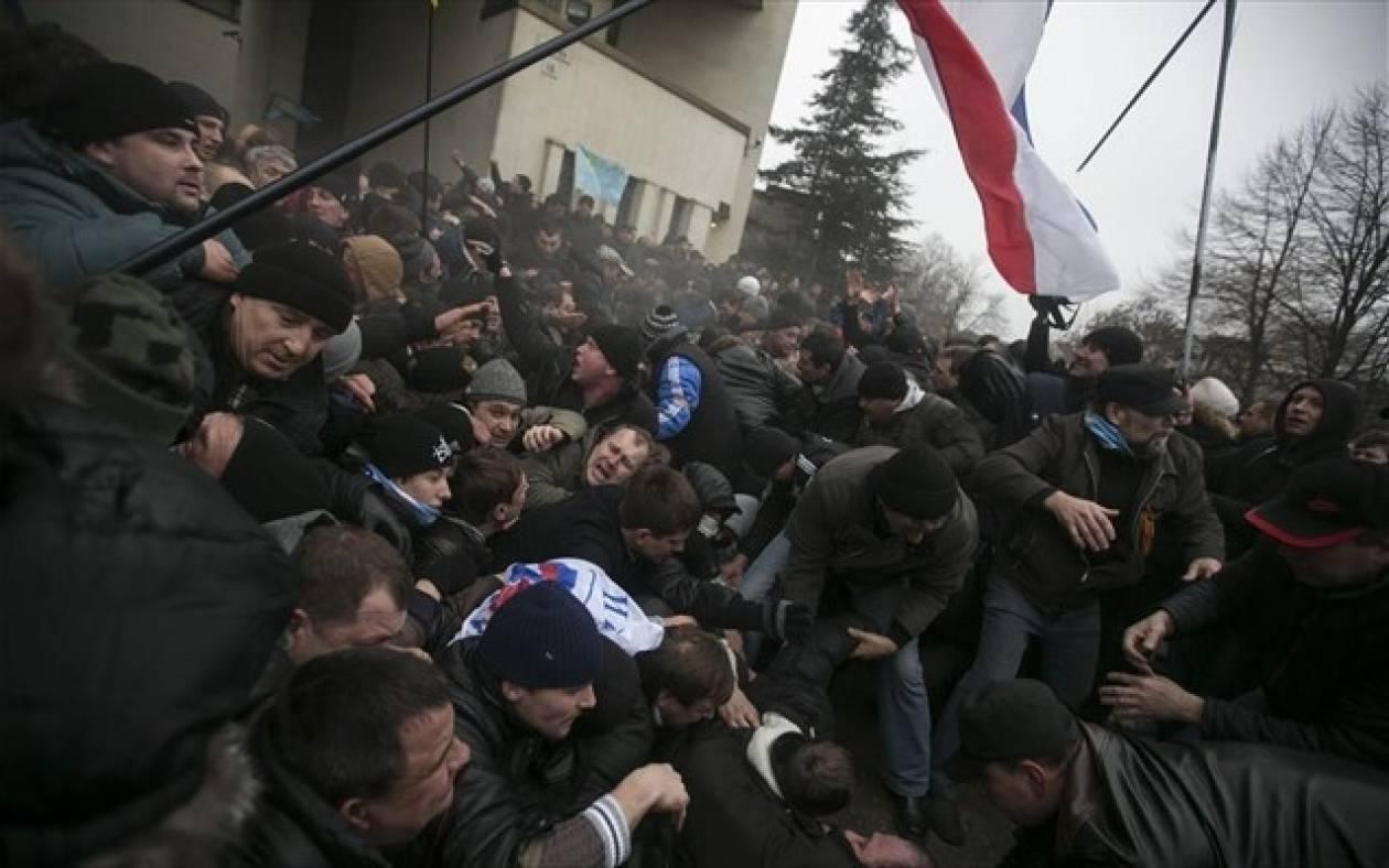 Κριμαία: «Δυνάμεις αυτοάμυνας του ρωσόφωνου πληθυσμού»