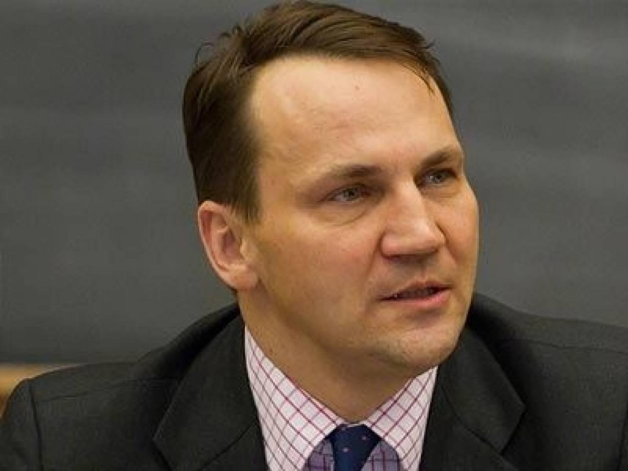 Σικόρσκι: Κίνδυνος ανάφλεξης μετά τα γεγονότα στην Κριμαία