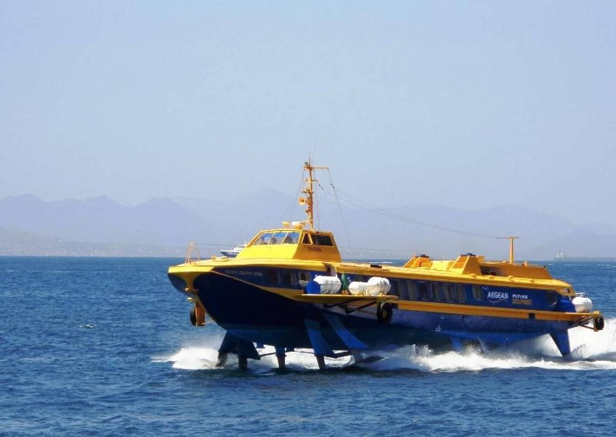 Μηχανική βλάβη εν πλω για «ιπτάμενο δελφίνο» στο Σαρωνικό