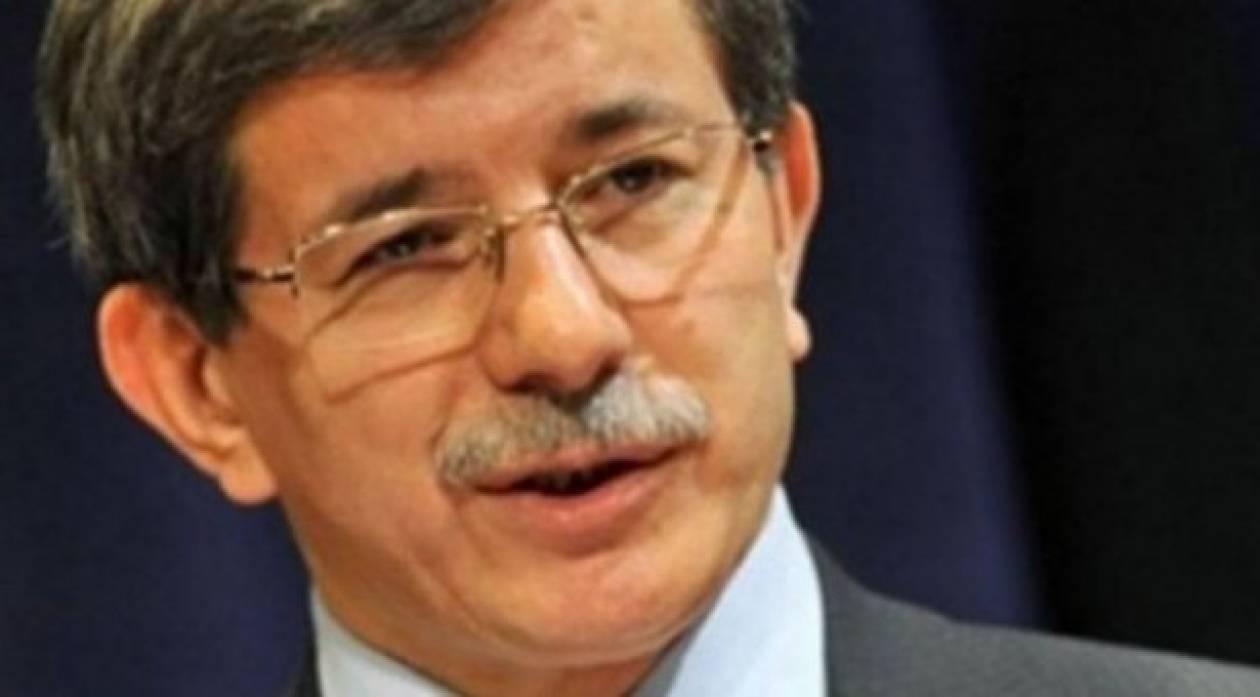 Hurriyet: Την Κριμαία θέλει να επισκεφτεί ο Νταβούτογλου