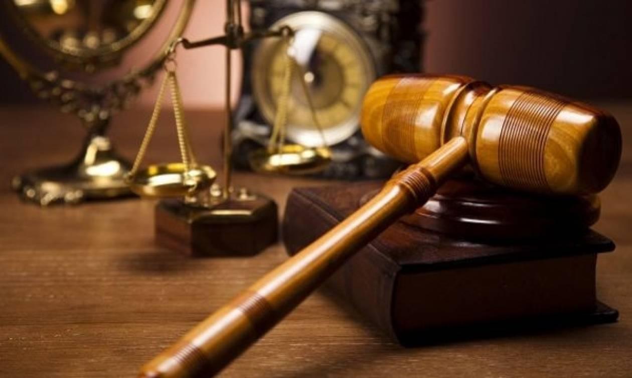 Δυο χρόνια φυλάκισης για τον δάσκαλο που έβαλε μαθητές χαστουκιστούν