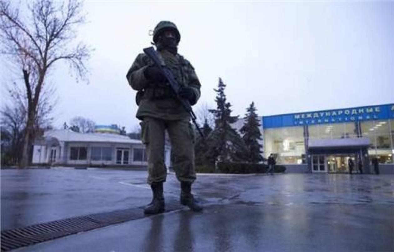 Reuters: Στρατιωτική κατάληψη σε αεροδρόμια της Κριμαίας