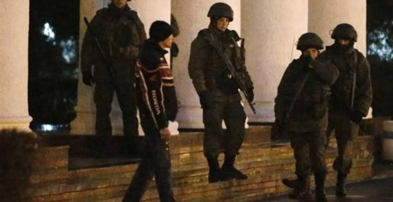 Ένοπλοι κατέλαβαν το αεροδρόμιο Μπελμπέκ στη Σεβαστούπολη της Κριμαίας