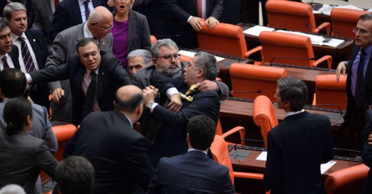 Νέος κύκλος ρινγκ στη Βουλή της Τουρκίας