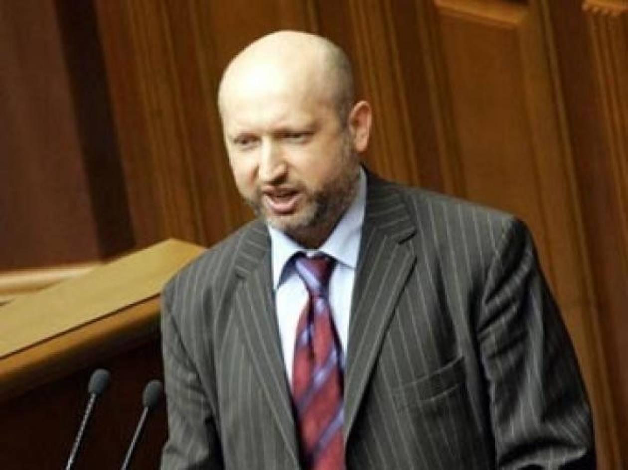 Ο Τουρτσίνοφ κατηγορεί τη Μόσχα για ένοπλη εισβολή στην Κριμαία